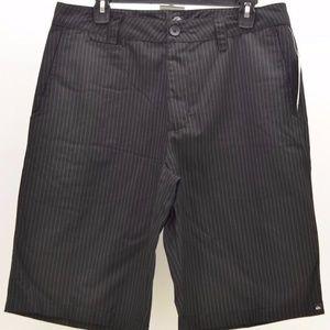 Men's Quiksilver Full On Black Shorts Sz 32